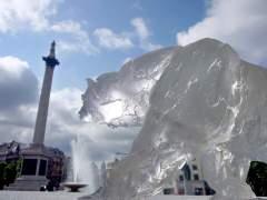 פסל הקרח של דוב הקוטב שהציב ארגון WWFבכיכר המרכזית בקופנהגן בטרם נמס, במסגרת ועידת קופנהגן שהתיימה ב-2009