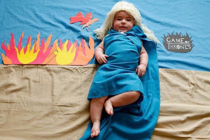 unlu-dizilerdeki-gibi-giydirilen-bebekler1