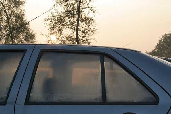Araba Camının Buhar Olmasını Engellemenin Kolay Yolu