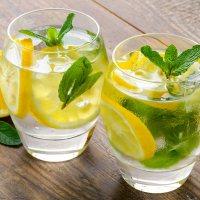 هل شرب الماء والليمون على الريق صحي؟