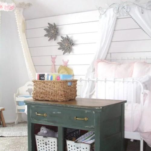 House Tour: Ryan's Fairy-tale Bedroom