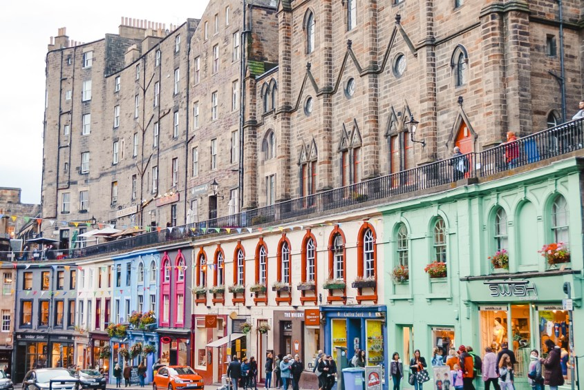 Staying in hostels in Edinburgh, Scotland - check out Budget Backpackers!