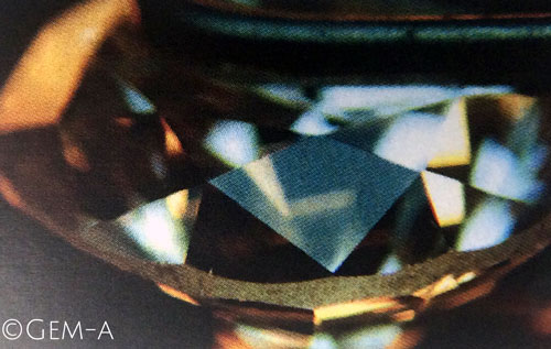 Sharp Facet Edges on a Diamond