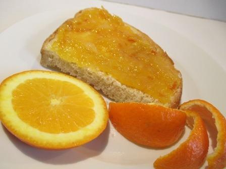 Narancsdzsem kenyéren