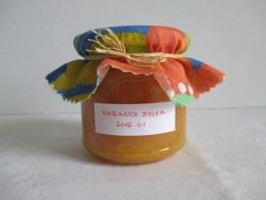 Narancsdzsem felöltöztetve