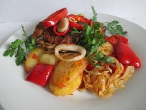 Sült hal sült zöldségekkel