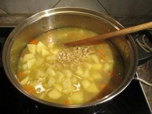 Krumpli csipetke hozzáadása