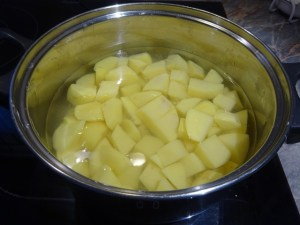 Krumpli főzés előtt