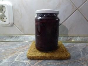 Darabolt cékla üvegben felöntve lezárva
