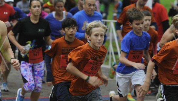 Hundreds of people showed up for the 2017 Rotary Run Charity Classic on Sunday, Oct. 15.