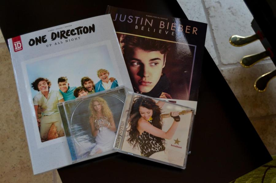 The+playlist+features+many+artists%2C+including+One+Direction%2C+Taylor+Swift%2C+Justin+Bieber%2C+and+Miley+Cyrus.+
