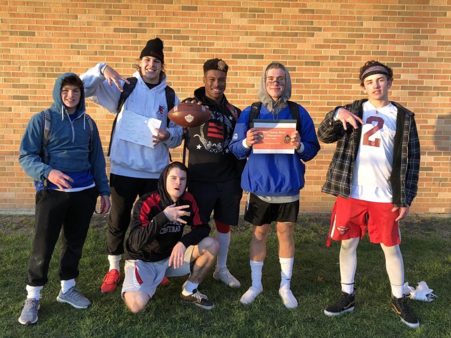 The+winning+team+at+the+Turkey+Bowel+consisted+of+seniors+Matt+Bjorson%2C+Garrett+Oakey%2C+Nick+Biancalana%2C+and+Lonnell+Smith.+Junior+Aidan+Cruickshank+and+sophomore+Guy+Goss+were+also+on+the+team.