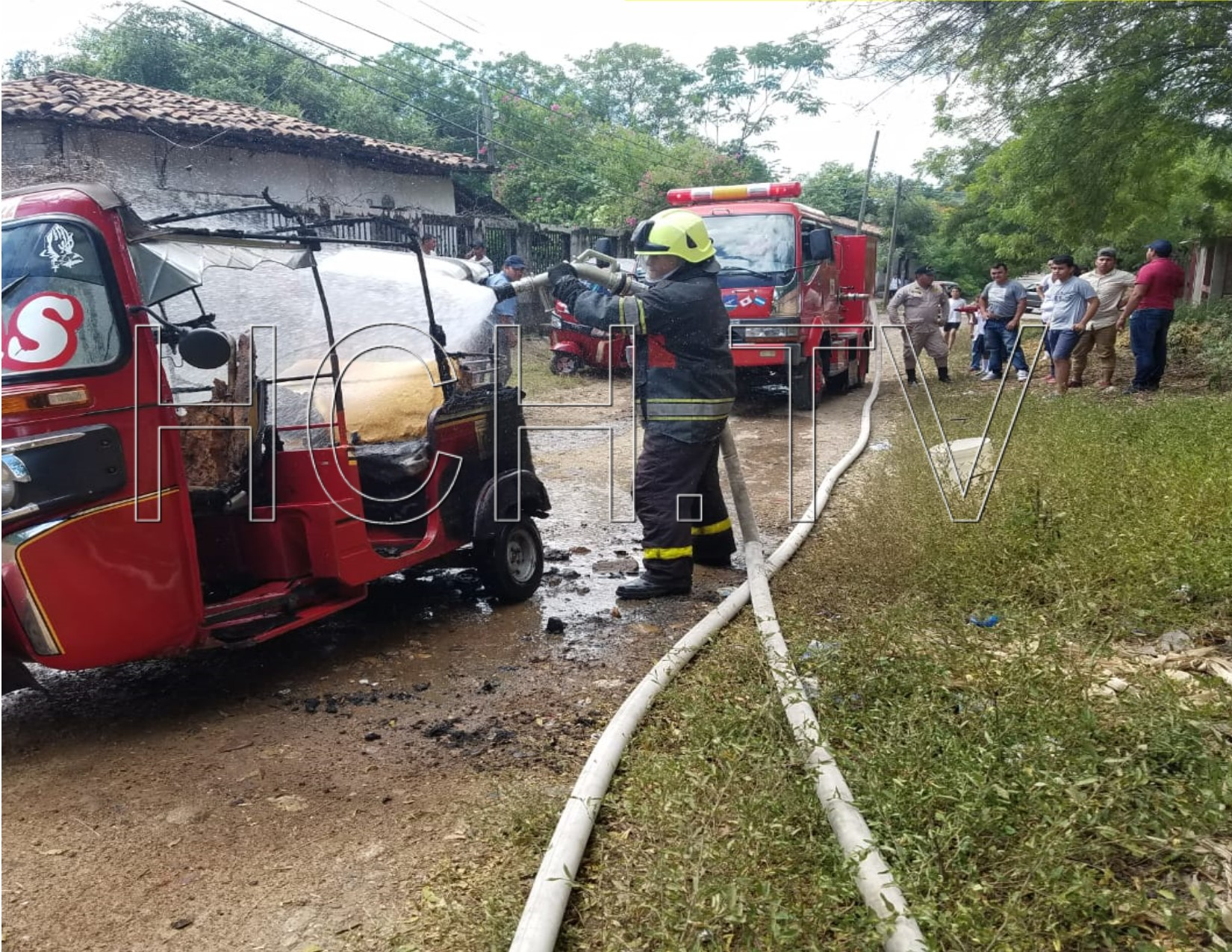 Por razones desconocidas se incendia moto taxi en Nacaome, Valle - hch.tv