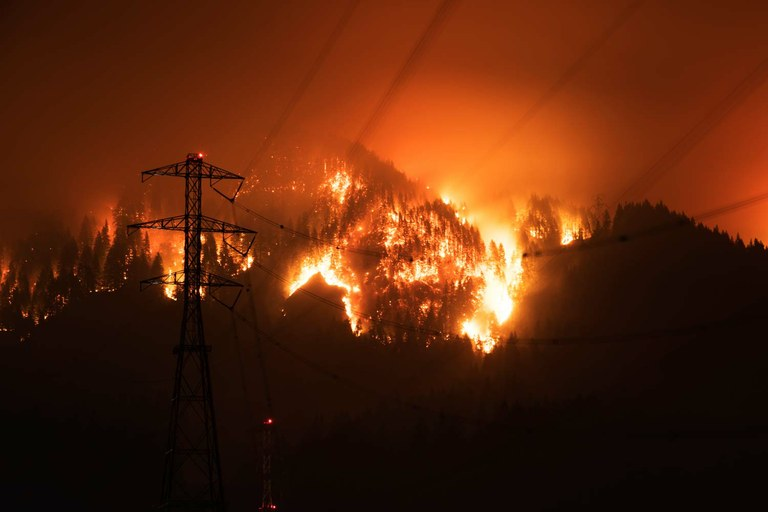 Portland Oregon Fall Had Wallpaper A Human Caused Wildfire Burns Oregon S Columbia Gorge