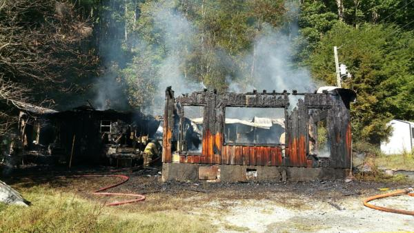 A mobile home at 370 Arnett Hollow Road is a total loss after burning down on Wednesday afternoon. Photo by Taylor Marsh