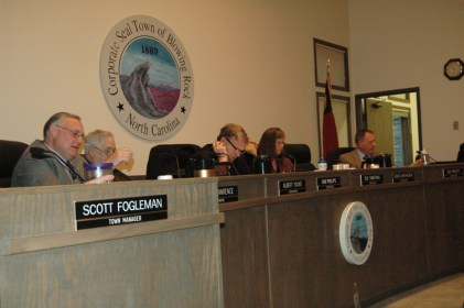 The board on Tuesday night. From left: Mayor J.B. Lawrence, Albert Yount, Dan Phillips, Sue Sweeting and Ray Pickett. Photo by Jesse Wood