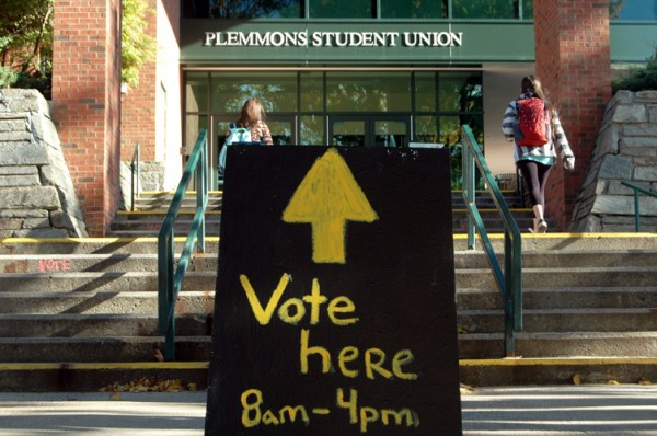 A sandwich board advertises early voting at ASU on Thursday morning. Photo by Jesse Wood