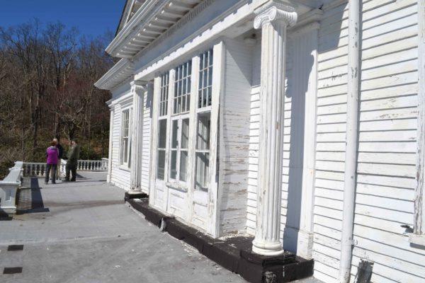 flat-top-manor-exterior