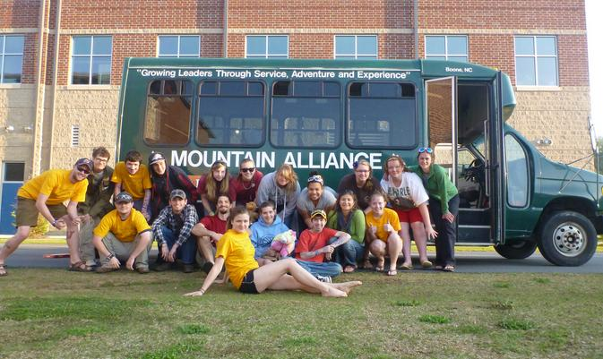 Group photo after Alternative Spring Break Service Trip to Birmingham.
