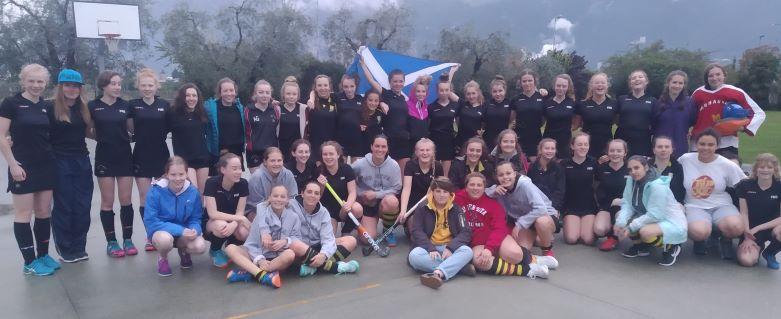 Amichevole con le ragazze della Peebles High School (Scozia)