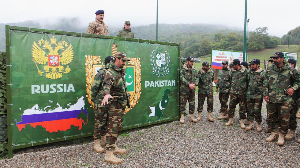 Pakistan Oo U Dhawaanaysa Ruushka