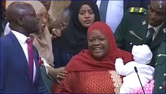 Haweenay Xildhibaan Ah Oo Baarlamaanka Kenya Laga Saaray Markii Ay Lasoo Gashay Ilmo Yar