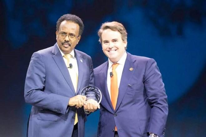 New York: Madaxweynaha Somalia Oo Abaalmarinta Hoggaaminta Fiican La Guddoonsiiyay