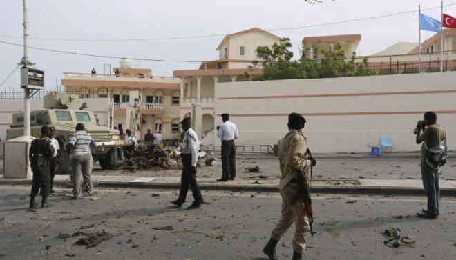 Al-Shabab Oo Weerartay Hotelka SYL Oo Madaxtooyada Somalia U Dhaw