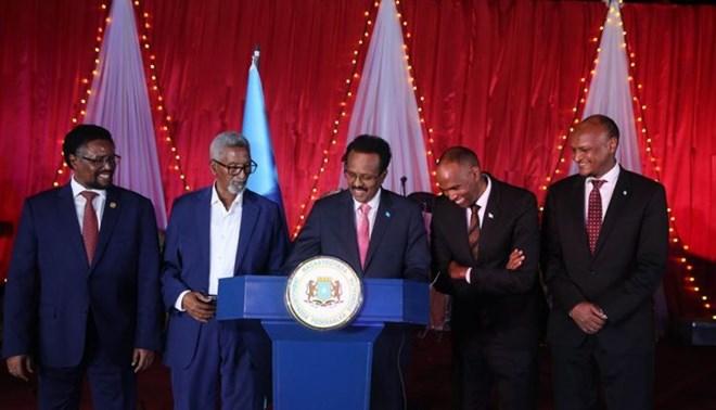 Madaxweyne Farmaajo Oo Saxeexay Sharciga Doorashooyinka Somalia