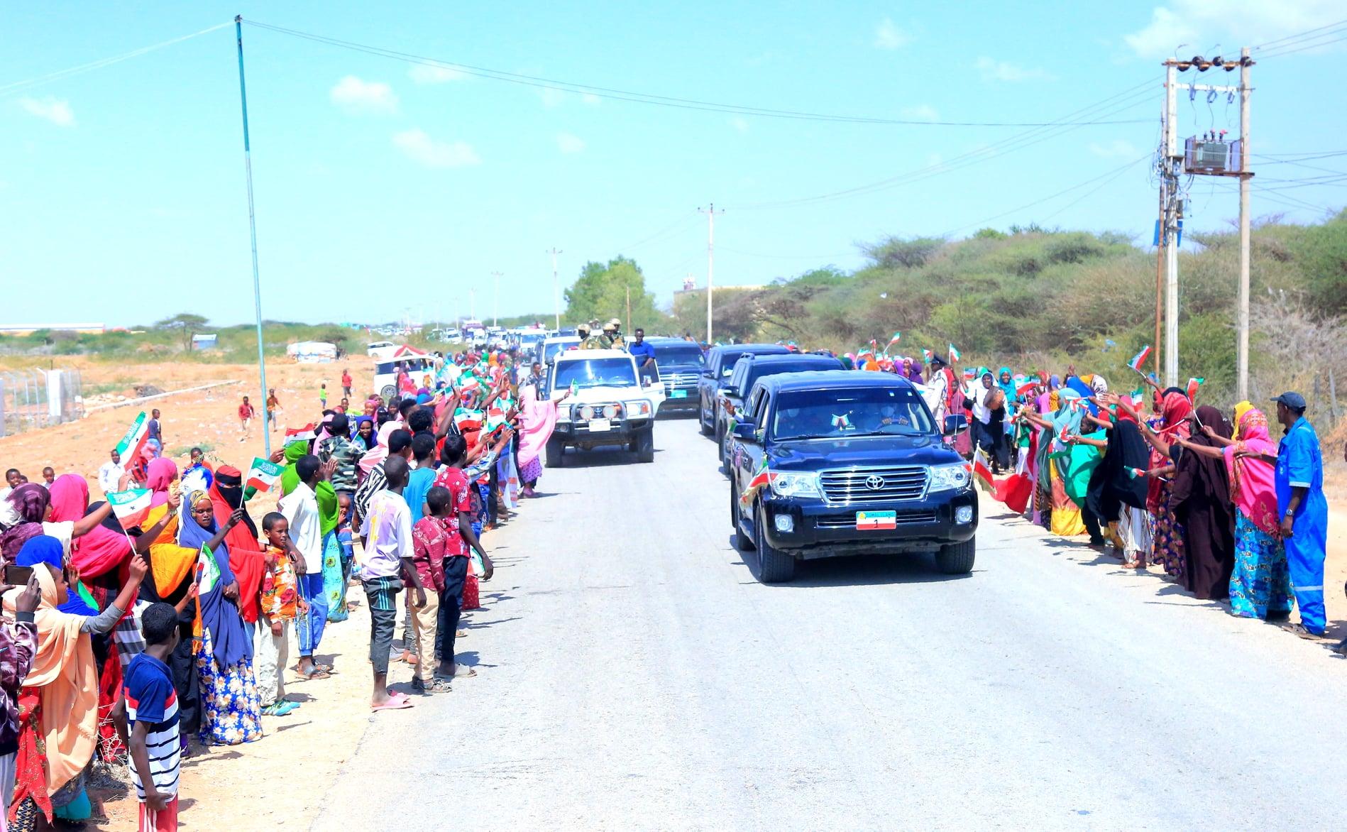 Madaxweynaha Somaliland Iyo Weftigii Uu Hoggaaminayey Oo Si Ballaadhan Loogu Soo Dhaweeyey Gobolka Togdheer