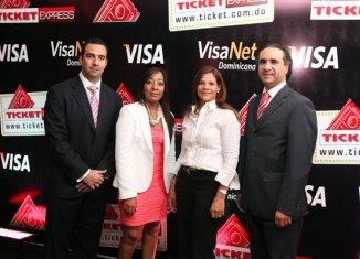Fabio Báez, Nicole Sención, Yomira Báez y Tony Calderón