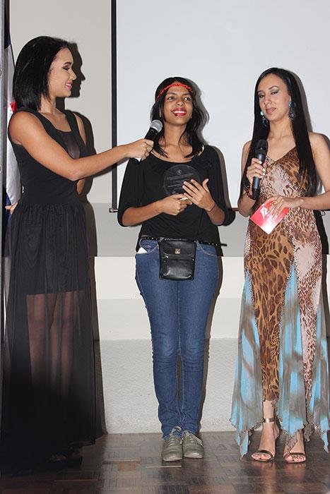 La estudiante Ámbar Soto, del Colegio Loyola, es la primera ganadora de la categoría independiente del Festival Audiovisual de la PUCMM.