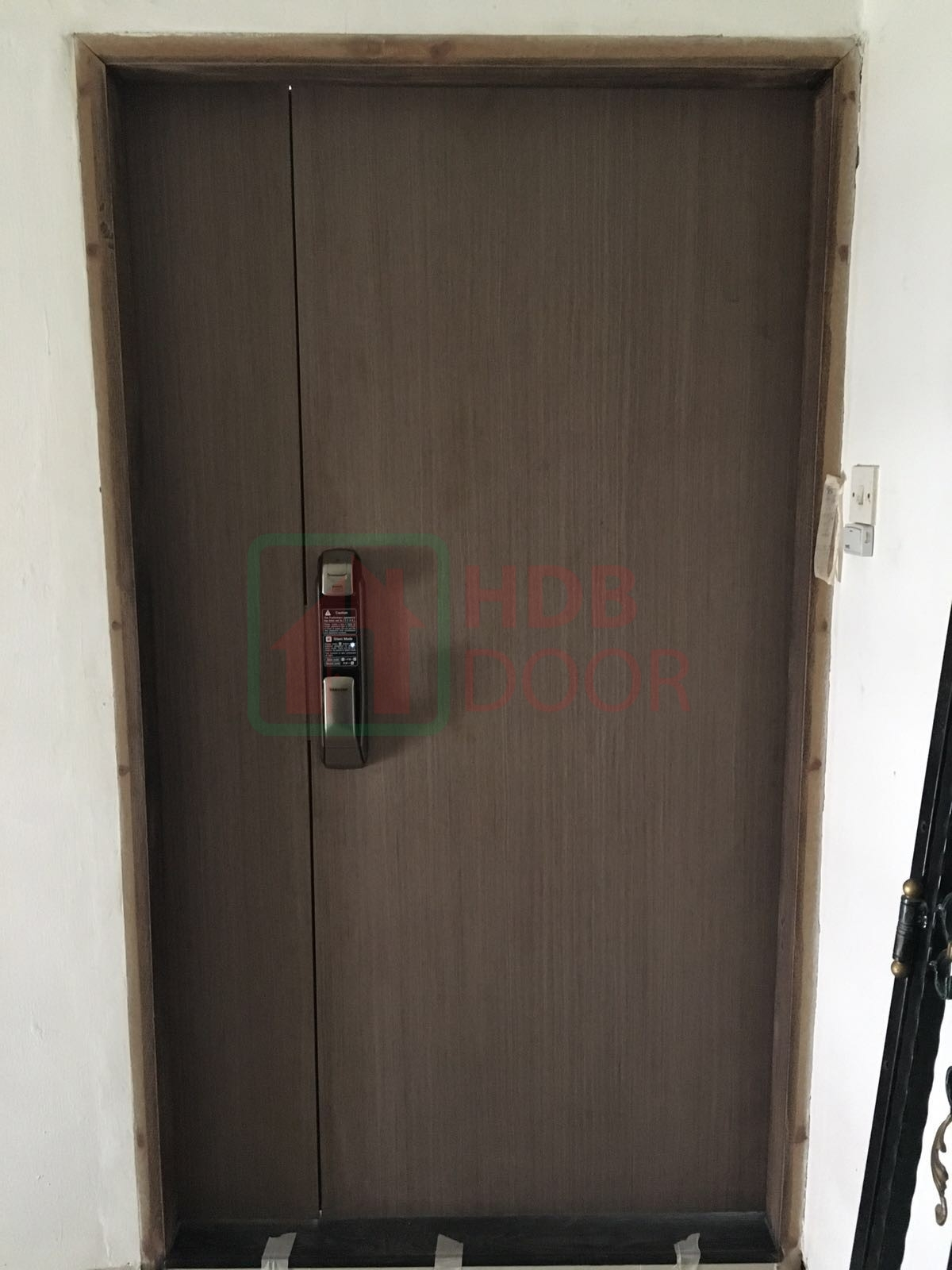 double leave fire rated veneer door with digital door lock samsung p728/p920 silver