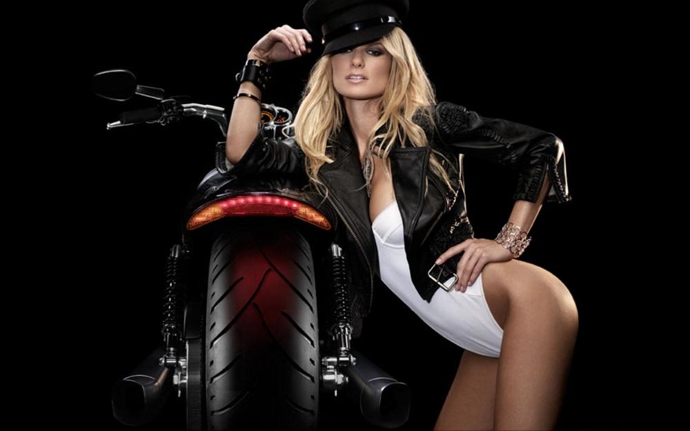Salutations kissiennes. - Page 21 Supermodel-Marisa-Miller-on-a-Harley-Davidson-V-Rod-Muscle-Motorycle-1000