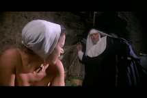 شاهدة تؤكد إقامة نساء في زي راهبات عروض تعري لصالح برلسكوني