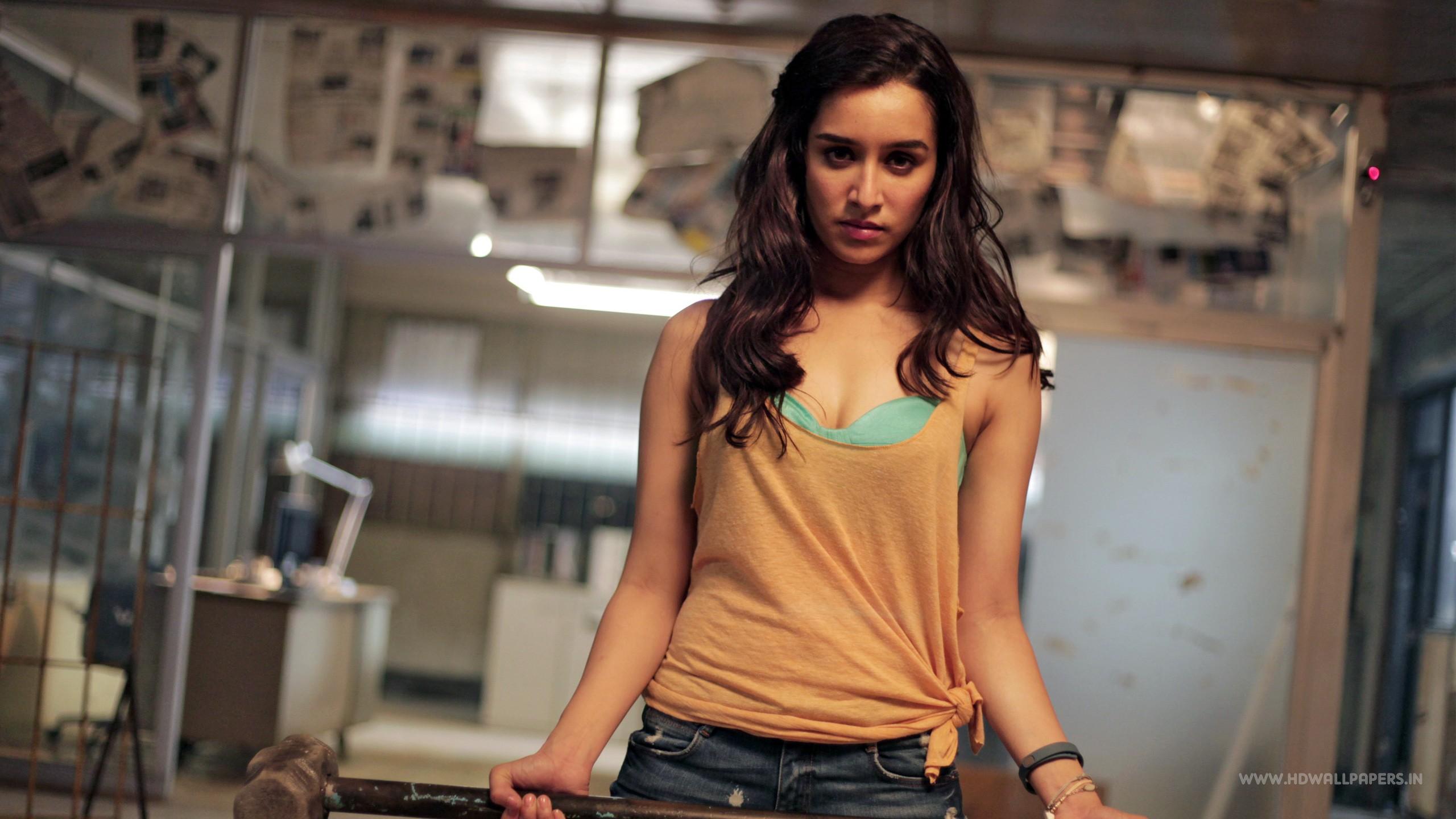 Tomb Raider Iphone 5 Wallpaper Baaghi Shraddha Kapoor Wallpapers Hd Wallpapers Id 17901