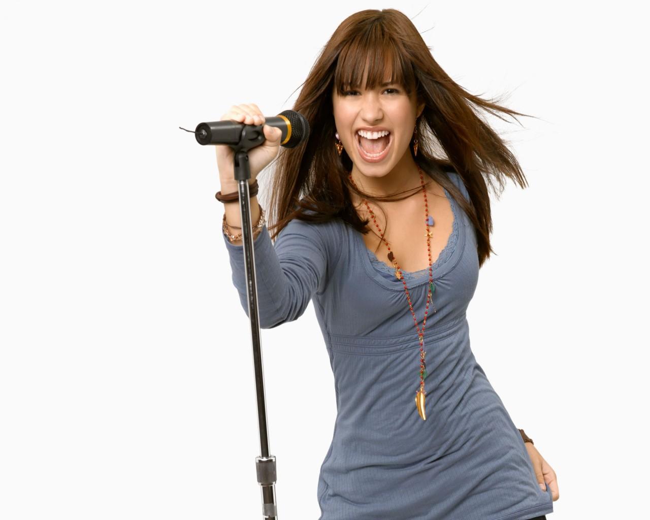 Persona 5 Girls Wallpaper Demi Lovato Singing Wallpapers Hd Wallpapers Id 6341