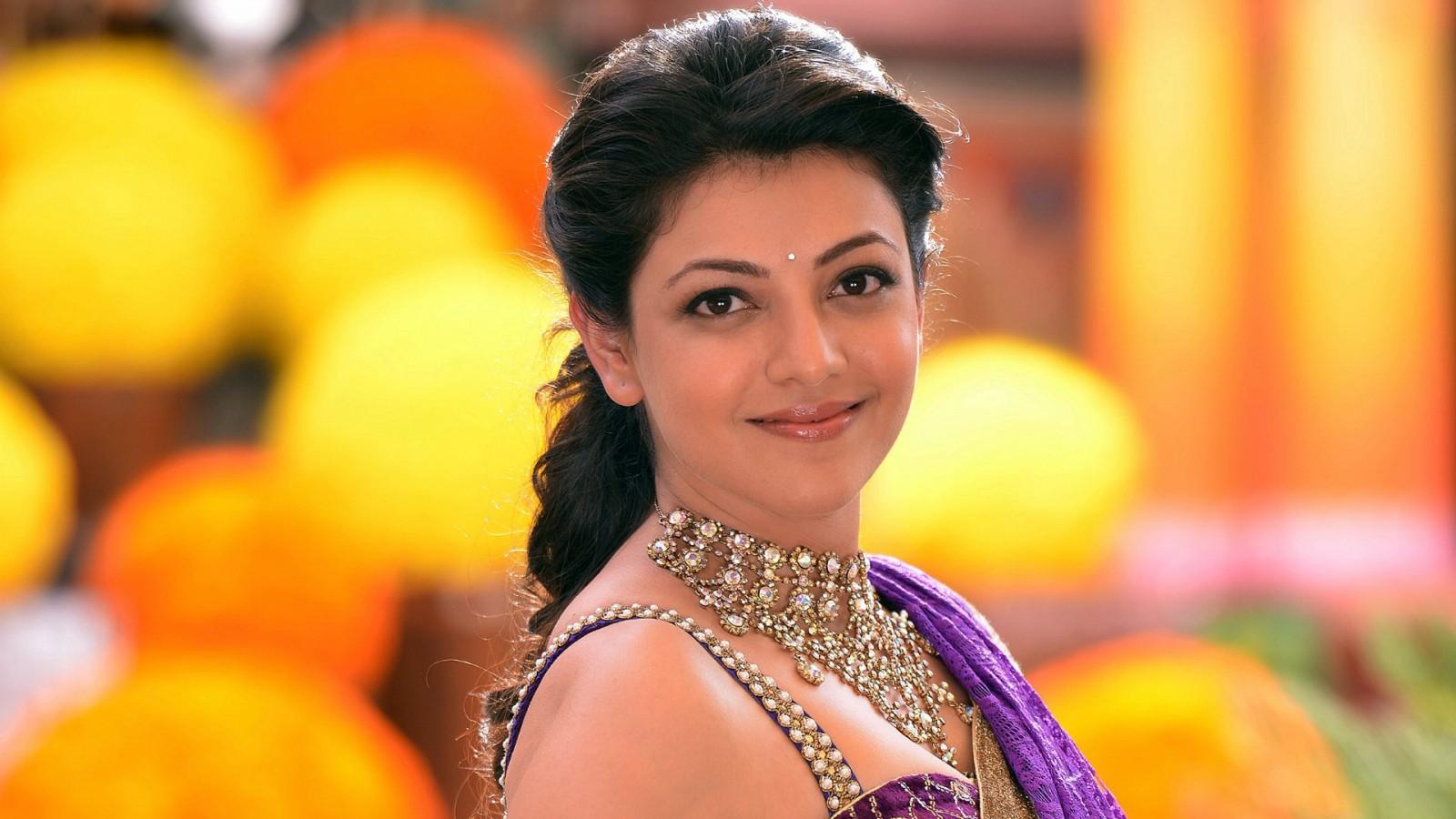 Beautiful Girl Face Hd Desktop Wallpaper Kajal In Govindudu Andarivadele Wallpapers Hd Wallpapers