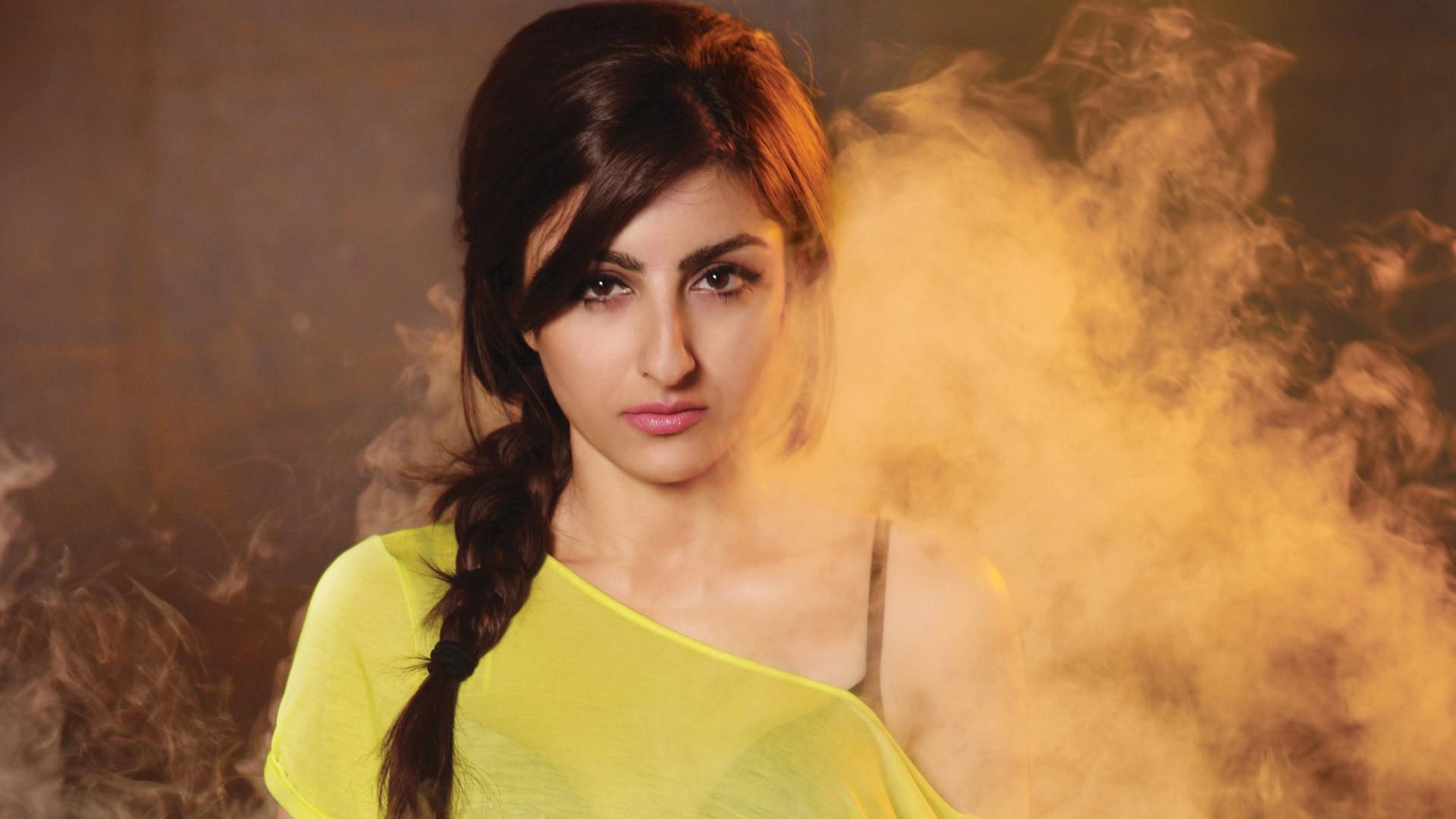 Beautiful Attitude Girl Wallpapers Soha Ali Khan Wallpapers Hd Wallpapers Id 13296