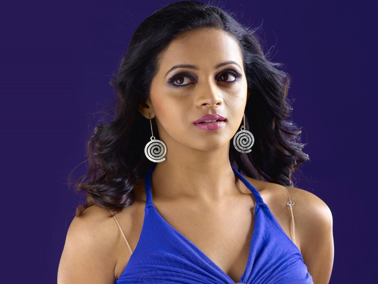 Bollywood Beautiful Girl Wallpaper Download South Indian Actress