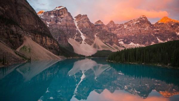 4K Backgrounds for Desktop Lake Moraine at Night