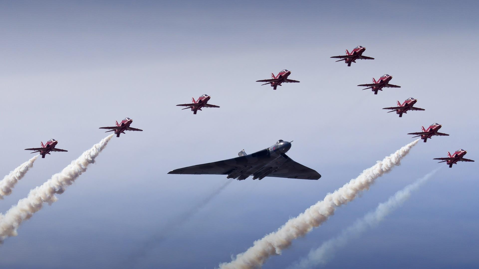 Vulcan Bomber Red Arrows 4K Wallpapers HD Wallpapers