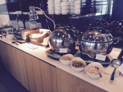 Lufthansa lounge Heathrow Terminal 2 food