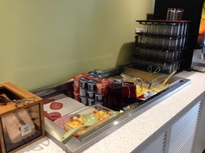 ibis styles heathrow airport review restaurant breakfast_2