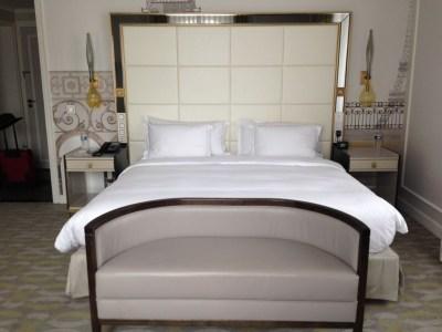 hilton-paris-opera-room-bed-sofa-hallway-review