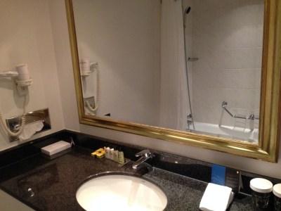 intercontinental-vienna-wien-room-bathroom-sink-shower-bath