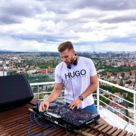 DJ Monitor Headphones with DJ player
