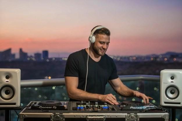 Sennheiser HD 25 Professional DJ Monitor Headphone DJ Playing