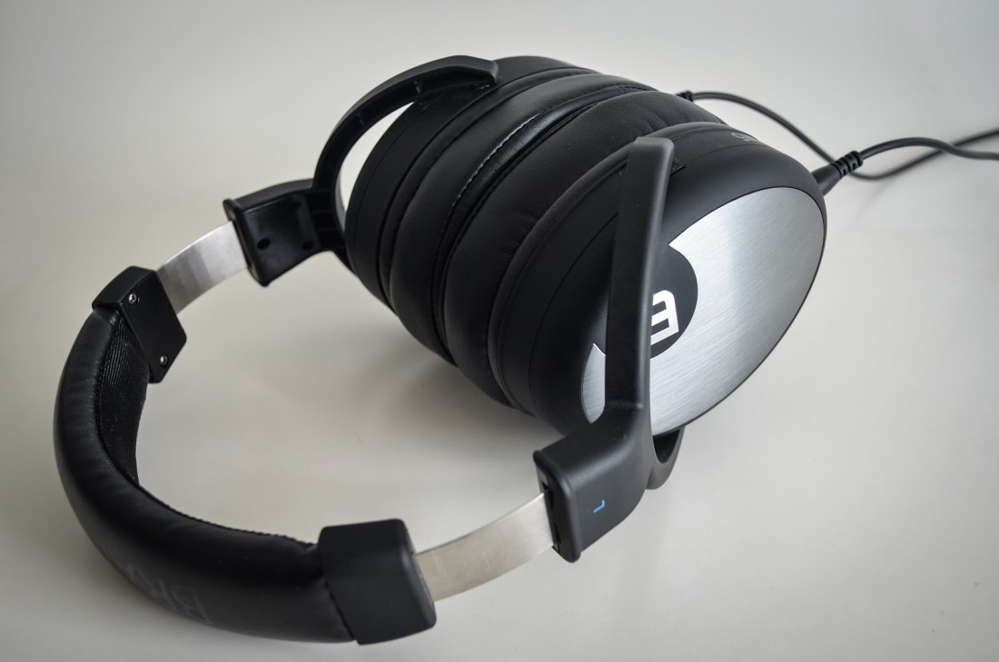 The Brainwavz HM5 has huge comfy ear pads.