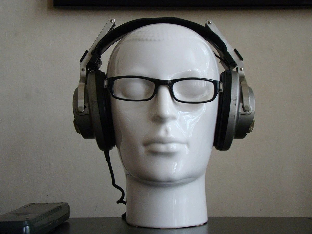 183c112bde Achieving Emulsion  How to Wear Glasses With Headphones Comfortably ...